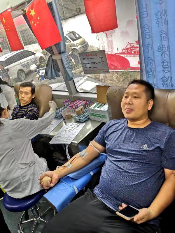 南环路街道组织参加无偿献血活动2.jpg