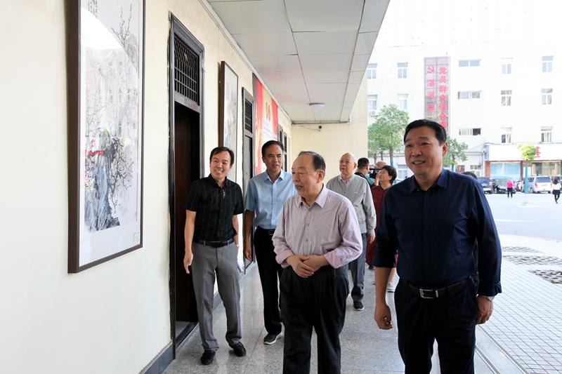 湛河区举办庆祝新中国成立70周年书画摄影展1.jpg