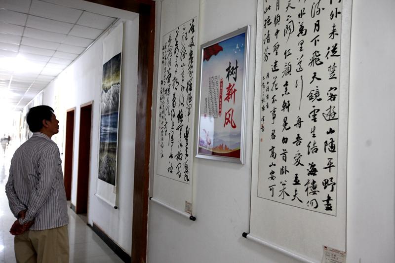 湛河区举办庆祝新中国成立70周年书画摄影展5.jpg