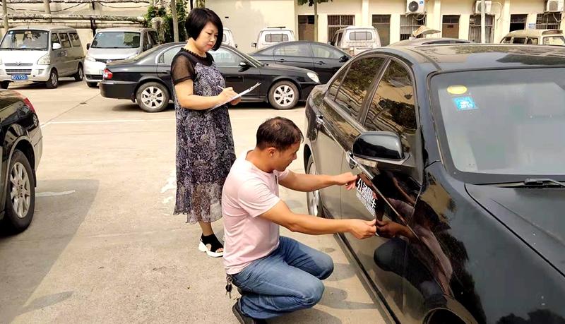 区机关事务管理局为全区事业单位涉改车辆张贴标识1.jpg