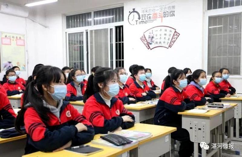 区委书记柳波到校园宣讲党的十九届五中全会精神时强调:努力学习,增强本领,做一个对国家、对家庭有用的人6.jpg