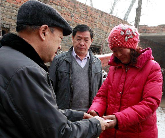 2月1日上午,市老促会副会长李丰海代表市老促会,对湛河区河滨街道